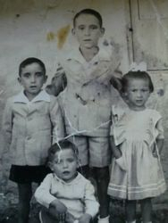 Rafael,Pepe y Maria Milán junto a José García