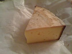 UPLANDS RESERVE Firm Cheese Wedge