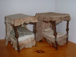 Fourposter beds