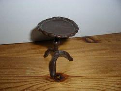 Brown pie-crust table