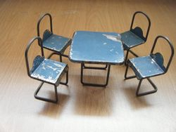 Holdfast table & chairs
