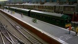 DMU arrives at the bay platform at Hungate Bridge.