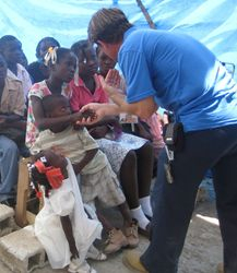 AidWEST Volunteer Teaches Children.