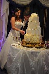 Magnolia & Roses Wedding Cake (Close-up)