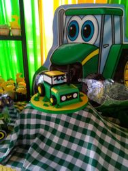 Tractor Cake 3/3