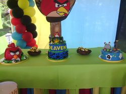 Angry Birds Cake Table