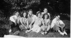 1940s NY picnic teenagers