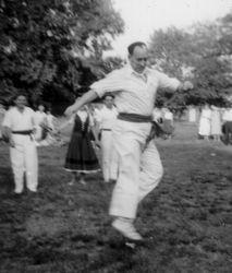 1957 NY Andoni Aguirre aurresku