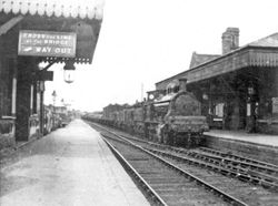 Train pulls in to Brownhills from the Lichfield direction