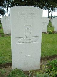 Gunner Roy Richardson grave