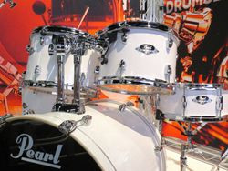 The new Pearl Export kit. Interesting tom mounts.