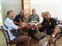 With senior Collegian: Imadudeen, Tuan Halim, Paktuan Syef, Tuan Azhar