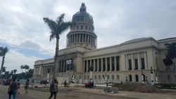 El Capitolio...replika onog iz Vasingtona