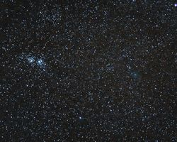 NGC 869, 884 y cometa Bradfield