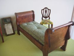 Sleigh bed small mirror
