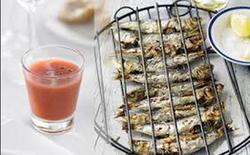 BBQ sardines met gazpacho shot