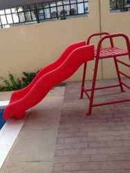 pool slide bought for 600DH selling for 400DH