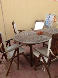Table and 6 chairs 200Dh