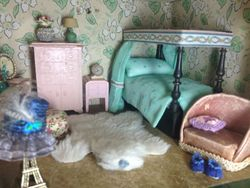 New Bedding for the Tiny Triang Jacobean Fourposter