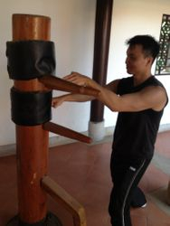 Training with the Fangzhang's wooden dummy at the shaolin temple