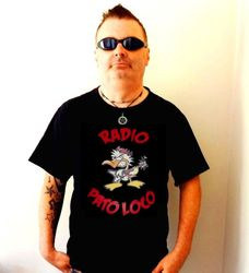 Dave Pearsall, el cantante de rock brit CRY, le encanta su nueva camiseta