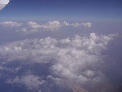 I tada smo ugledali ostrvo kroz oblake...