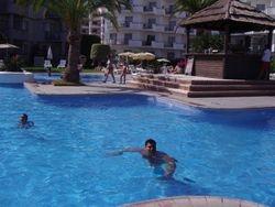 Bar na sred bazena