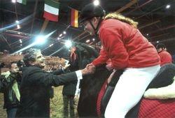 Minister Veerman geeft mij een hand en Berber een eerbetoon