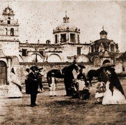 Atrio templo El Carmen, 1870. Morelia.