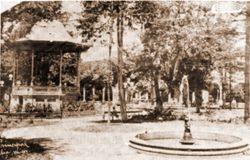 Kiosco en el Bosque Cuauhtemoc, 1930. Morelia.