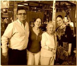 Edgar, María Cecilia y Adelita