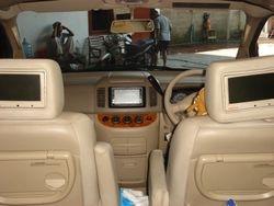 Interior Nissan Serena di depan