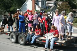 Homecoming parade 07-08 07-08