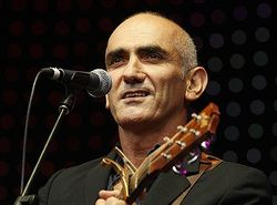 DOES REAGS LOOK LIKE PAUL KELLY?