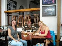 Villa Cayetano Hostal & Sports Bar