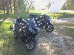 Divi melni motocikli piektdienas izbrauciena