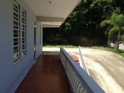 Balcon alrededor de la casa