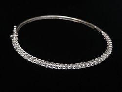 2.75ct diamond bangle