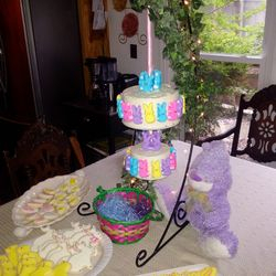 Hanging Easter cakes & cookies