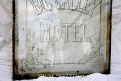 #23/015 Etched Glass HOTEL detail