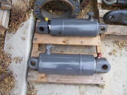 MT-700 3-Point Lift Cylinders