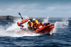 Union Hall RNLI rescue two men after pleasure boat gets into difficulty