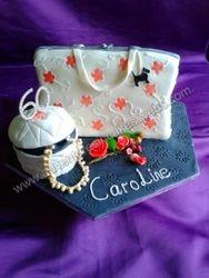Hand bag and jewellery box cake