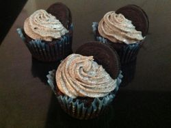 Chocolate cupcakes with Oreo Cheesecake Frosting