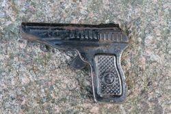 Zaislinis pistoletas. Kaina 16 Eur.
