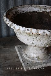 #29/011 FRENCH WHITE URN DETAIL