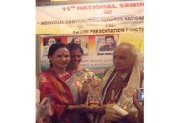 Award with hands of Pandit Jasraj