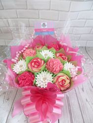 White and pink cupcake bouquet