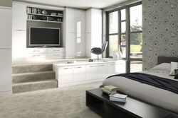 COLONIAL IMAGE GLOSS WHITE BEDROOM