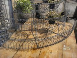 #14/093 Wire Plant Stand SOLD